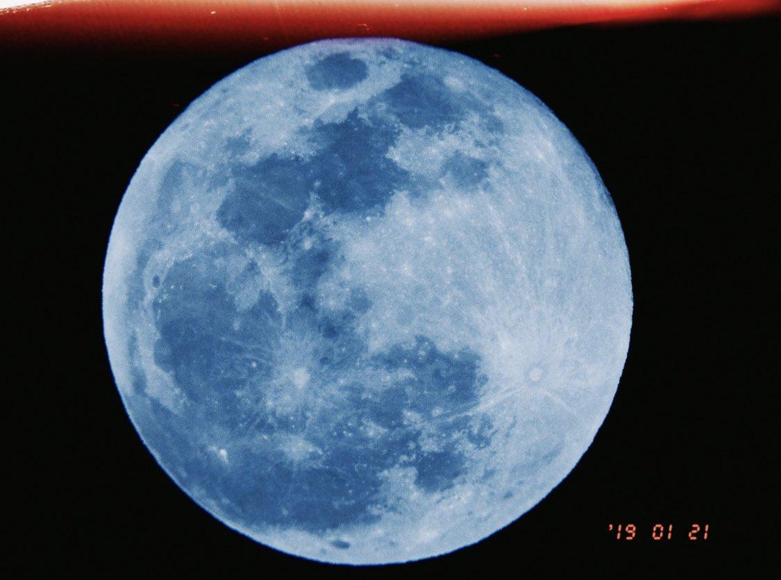 スーパームーン🌝  部屋から撮ったよ🌝  今夜も月が綺麗ですね🌝🌝
