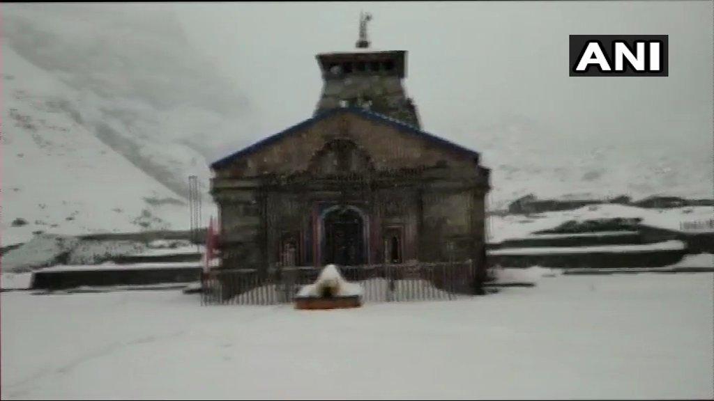 Uttarakhand: Earlier visuals of snowfall from Kedarnath temple