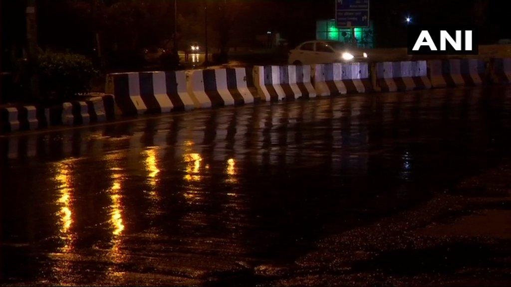 Delhi: Rain lashes parts of the national capital; #visuals from RK Puram area