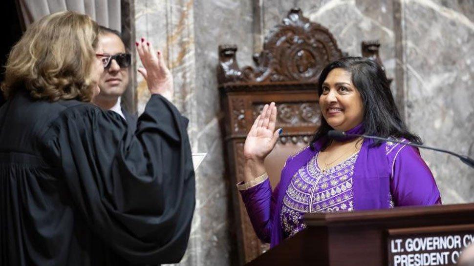 बिहार की बेटी ने अमेरिका में गीता के साथ ली सीनेटर की शपथ, जय हिंद का लगाया नारा zeenews.india.com/hindi/india/bi…