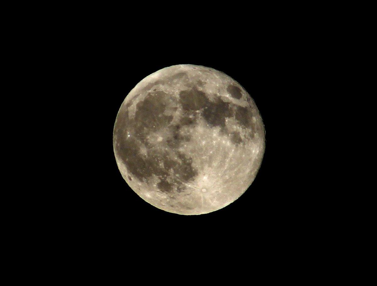 Gökyüzüne bu kadar yakın olabilmek  🌠🌚  #bodø  #moon #måned #norge #norway #nordland  #norveç https://t.co/8x2kKjMHFO
