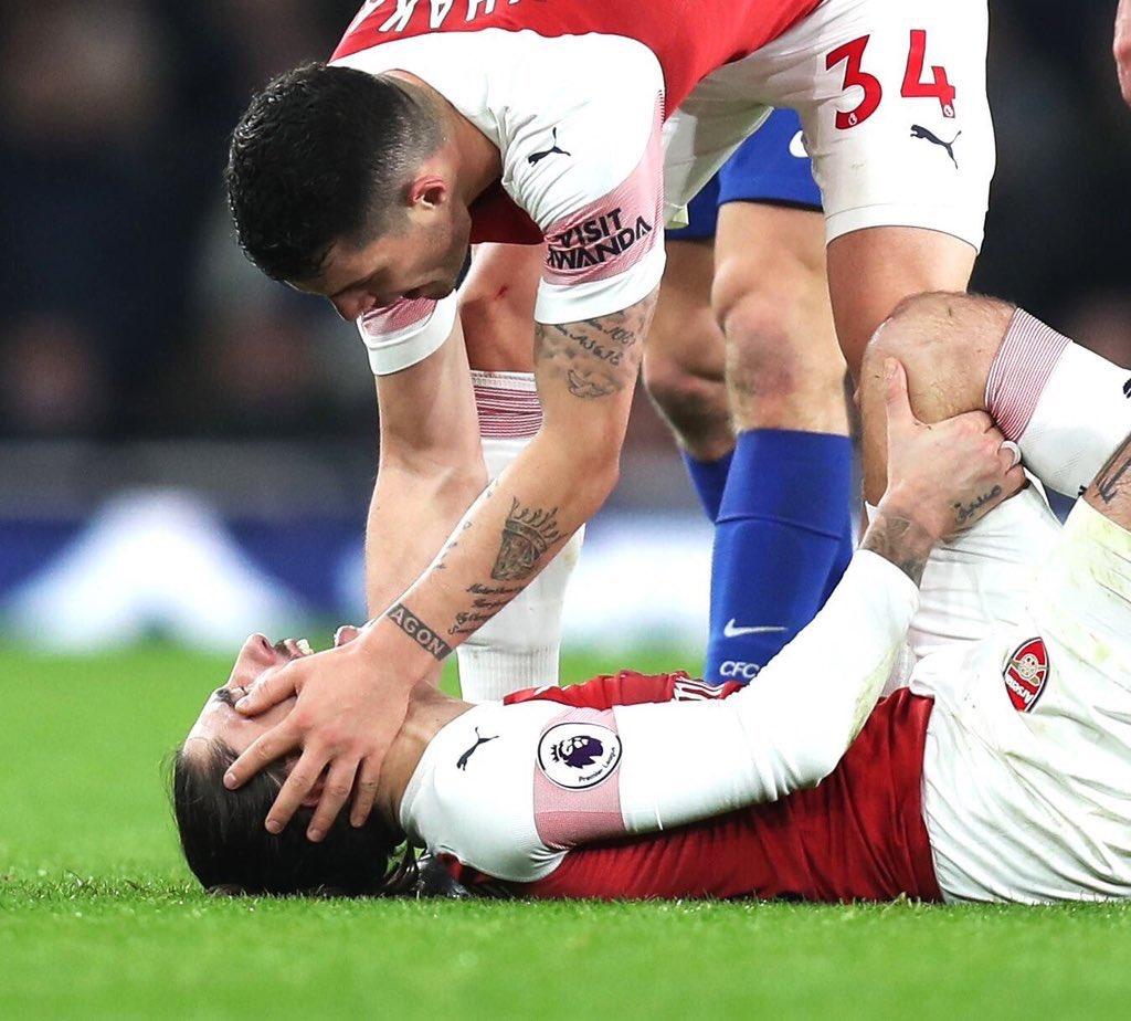 🔴 Hector Bellerin souffre d'une rupture des ligaments croisés du genou gauche. Fin de saison pour l'Espagnol qui sera absent des terrains entre 6 et 9 mois. (@bbcsport_david / @DaveHytner)