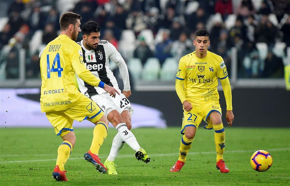 Emre Can menyontek bola mendatar ke sisi kiri penjaga gawang Chievo yang berbuah gol kedua bagi