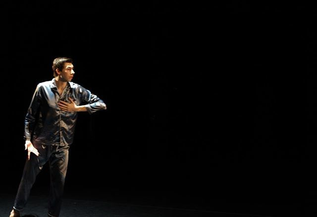 Lors du dernier #instameet des @igersanjou j'ai découvert le @cndcangers. Ici une représentation de @theochhh en #solo. Juste magnifique et inspirant sur ce solo patrimonial.  #igersanjou #cndcangers #festivalsolo #festivaldanse #danse #dansecontemporain… http://bit.ly/2S2tRLo
