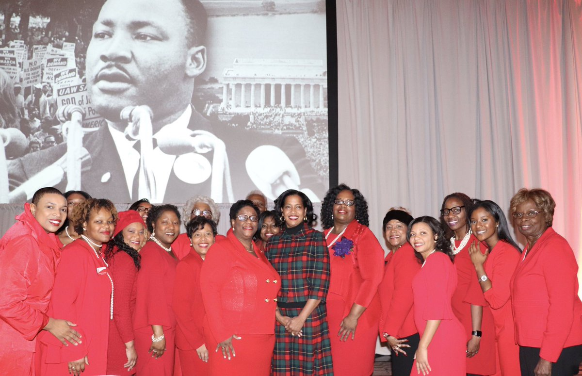 Thank you to the women of Delta Sigma Theta @dsthartford. In 2018, black women turned our electoral power into political power. On this #MLK  day let us be reminded of the power in our collective voice. #serviceinourheart #powerinourvoice #dsthartford<br>http://pic.twitter.com/oNr0u8TvBG