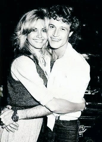 RT @BeeGeesLove4649: Olivia Newton-John and #AndyGibb.  #NationalHuggingDay  #NationalHugDay @olivianj #BeeGeesLove🎶 https://t.co/EUx5oh91QF