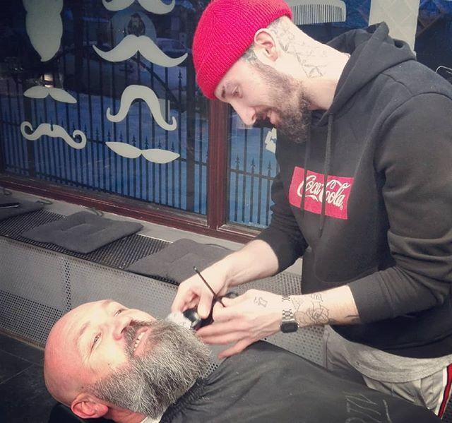 Getting the best treatment from the best barber. Alex from @lisnicbarbershopiasi  #beardstrong #beardstyle #beardgang #beardlife #beardsofinstagram #beardedmen #beardfit #50happy #50andfabulous #strongsilvers #bestager #instamoment http://bit.ly/2FM8zuKpic.twitter.com/n11Z38e6RU