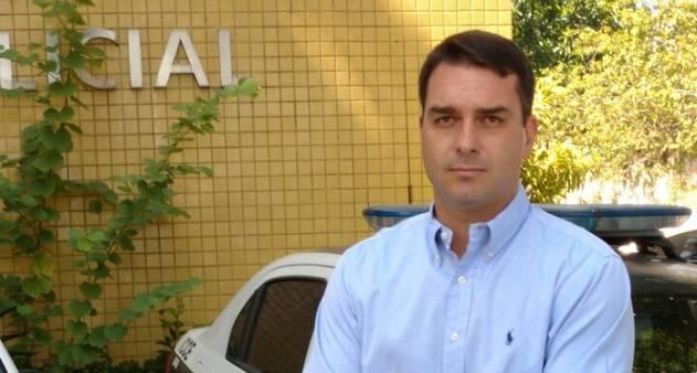 Flávio Bolsonaro e outros 26 deputados são investigados na área cível, diz procurador-geral de Justiça. https://t.co/tIuf4eTX9d
