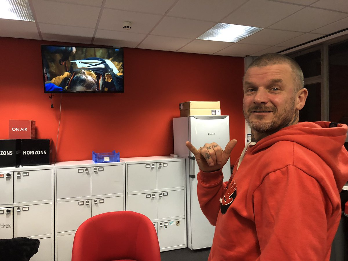 Thank you for watching #DirtyVegan on BBC One Wales!   Got a question for @pritchardswyd? He's here right now.