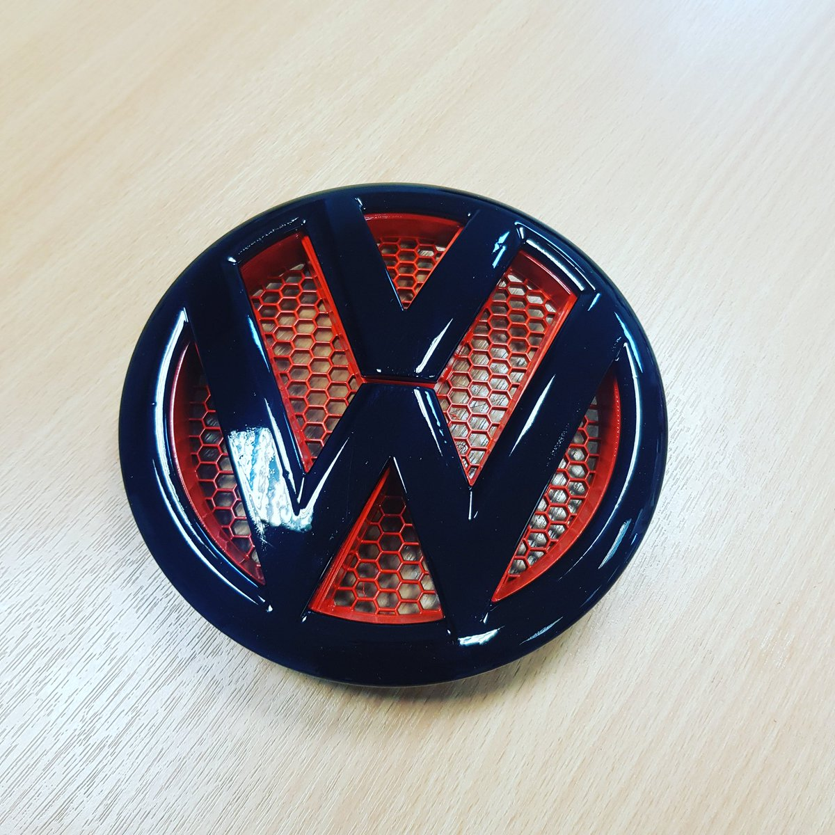 Dub station com on twitter another custom vw t5 1 badge painted today for one of our customers https t co jgufrabwjd