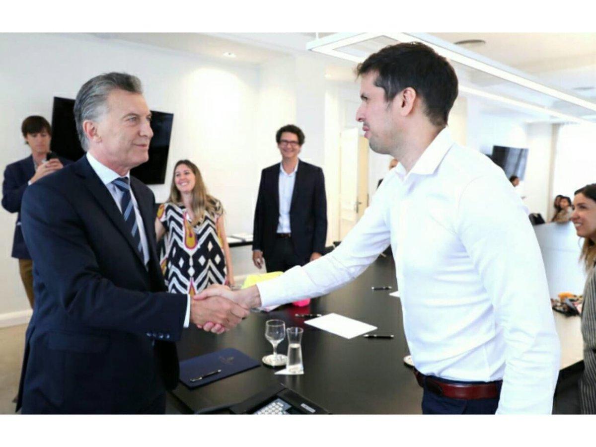 Nuestro socio @Castelli_Martin , miembro de la Com Dir, fue invitado a reunirse con el Presidente @mauriciomacri , para conversar sobre la actualidad del negocio y el crecimiento de su empresa.¡Celebramos este tipo de encuentros propiciando el desarrollo de las  empresas jóvenes!