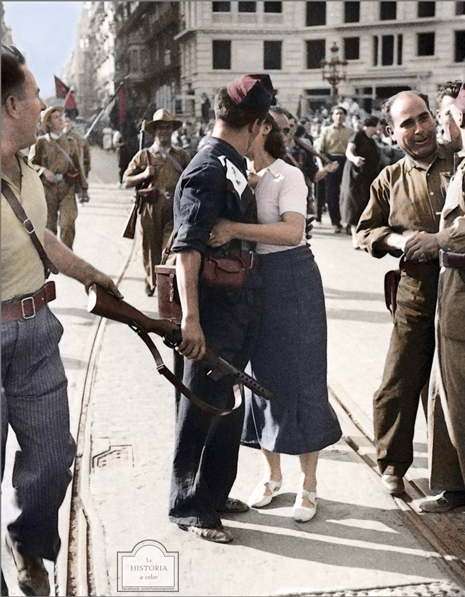 "Rafael Navarrete on Twitter: ""Una joven besa a Joan Oliver, sindicalista de  la Columna de Los Aguiluchos. Barcelona, 28/08/1936 Centelles ¿Conocéis la  famosa foto del beso de Alfred Eisenstaedt en Times Square,"