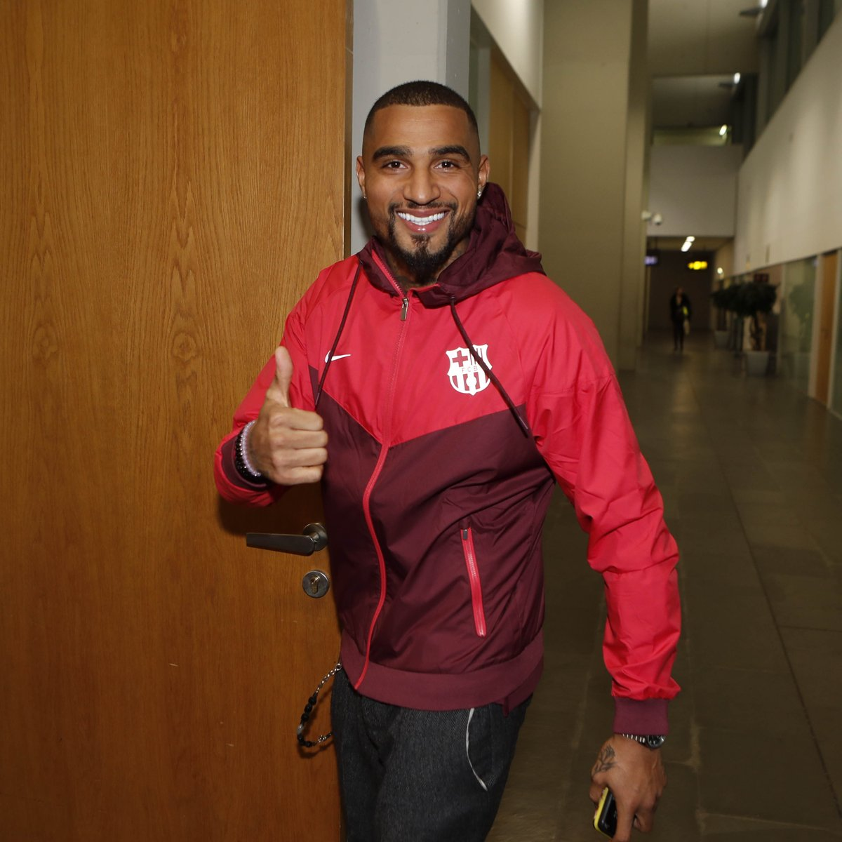 🔵🔴 @KPBofficial will be presented on Tuesday, 22 January, with the following events (all times CET): -11.30am, contract signing. -12.15pm, photo session on the field at Camp Nou. -1.00pm, press conference. LIVE > http://www.fcbarcelona.com #EnjoyPrince
