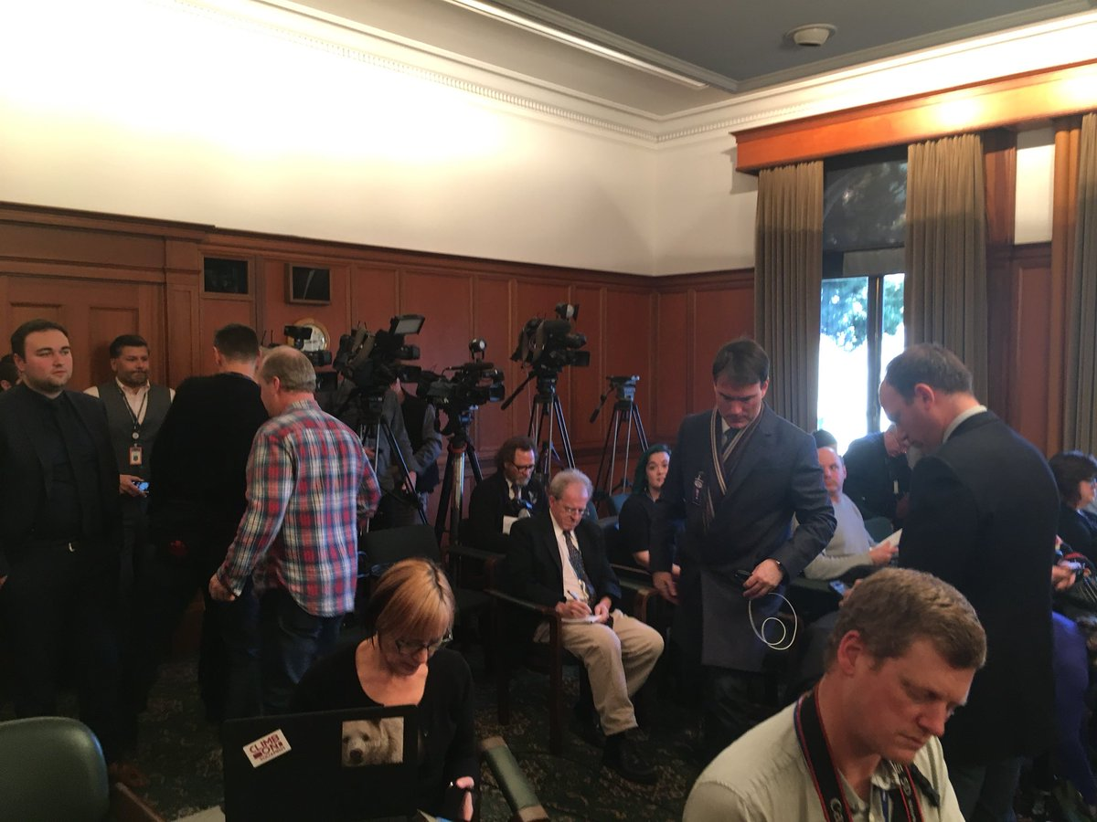 Reporters and cameras and on lookers crowd the committee room as LAMC meeting resumes. #bcpoli