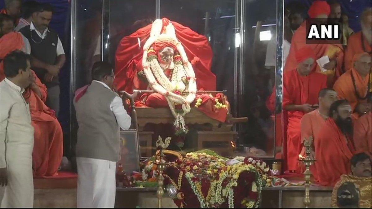 Karnataka: Devotees and saints, in huge numbers pay tribute to Shivakumara Swami of Siddaganga Mutt in Tumkur. He passed away at the age of 111 yesterday.