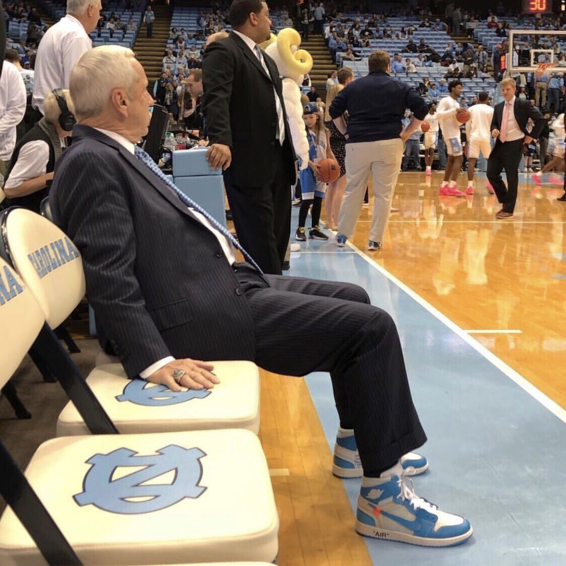 "It's only right that Roy Williams has ""UNC"" Off-White x Air Jordan 1s. 📸: @aardodson"