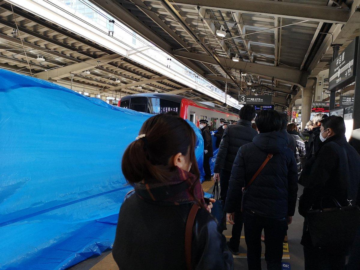 東京メトロ日比谷線の中目黒駅で歩きスマホの女性が線路内に転落した人身事故の現場画像