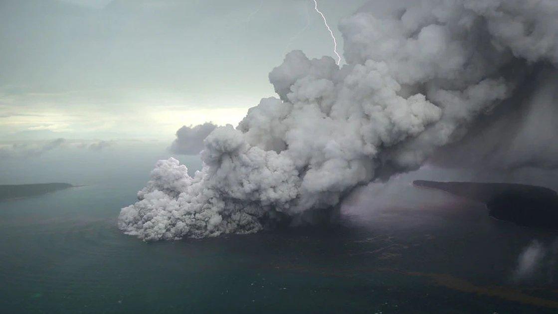 На Камчатке произошло взрывное извержение вулкана https://t.co/7uQCdRIPmp