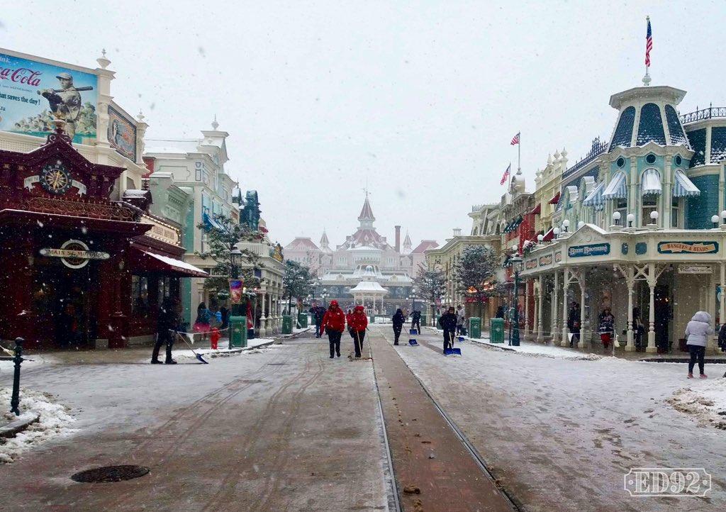 Disney et le mauvais temps (orage, pluie, neige, grêle...) - Page 40 Dxg1wCEWwAA8AJz