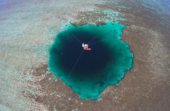 Sansha Yongle Dragon Hole, 300.89 m deep, is officially the world's deepest ocean #bluehole, China's National Marine Environmental Forecasting Center said Sunday. Located off the Xisha Islands, S China's Hainan, #SouthChinaSea, it exceeded the Bahamas' Dean's Blue Hole (202 m).