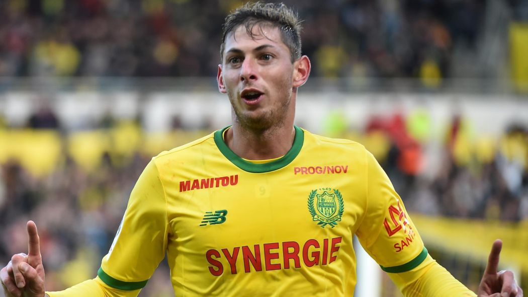 UPDATE Confirmed by police: Argentine footballer Emiliano Sala was in the Piper Malibu which disappeared from radar as he came to greet his former teammates at Nantes before flying to Cardiff https://t.co/8d78oCTADp