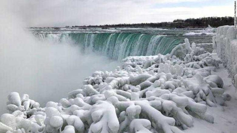 The usually rushing waters at Niagara Falls are frozen, and it's stunning https://t.co/V7vcTWjMJO