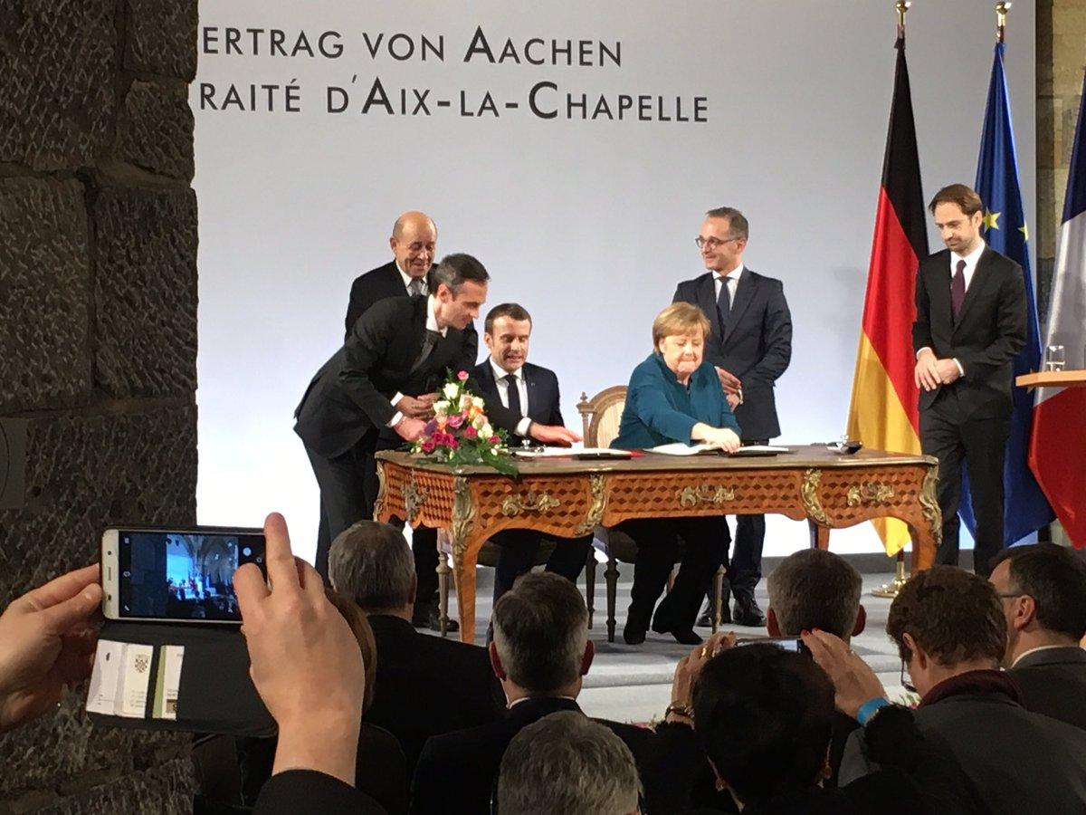 La signature du nouveau traité franco-allemand par Macron et Merkel #AixLaChapelle