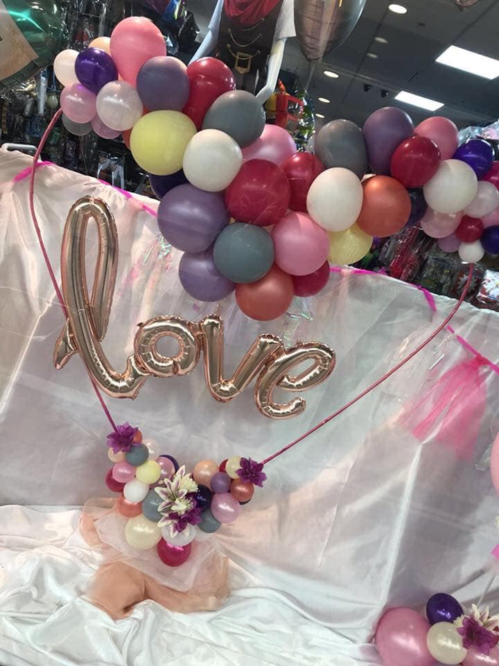 Love is in the air @balloon_people Get ready for February the 14th with one of their unique Balloons 🎈❤💞 Plus cards, confetti, banners and gift bags all available instore. #valentinesdayballoons #loveisintheair #valentinesdaygifts #Piazzacentre #huddersfield