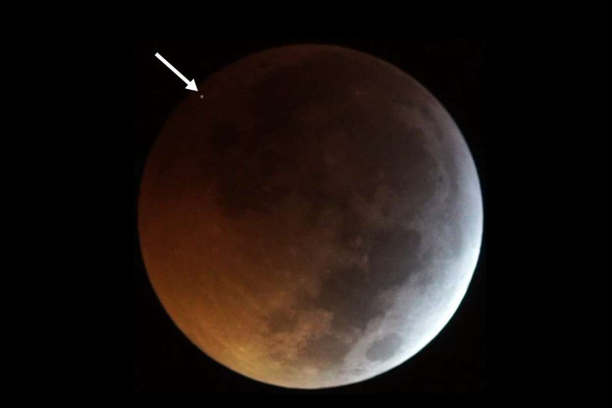 Holy crap, the Moon was struck by a meteorite during the 'Super Wolf Blood Moon' eclipse http://gizmo.do/7iPVIfJ