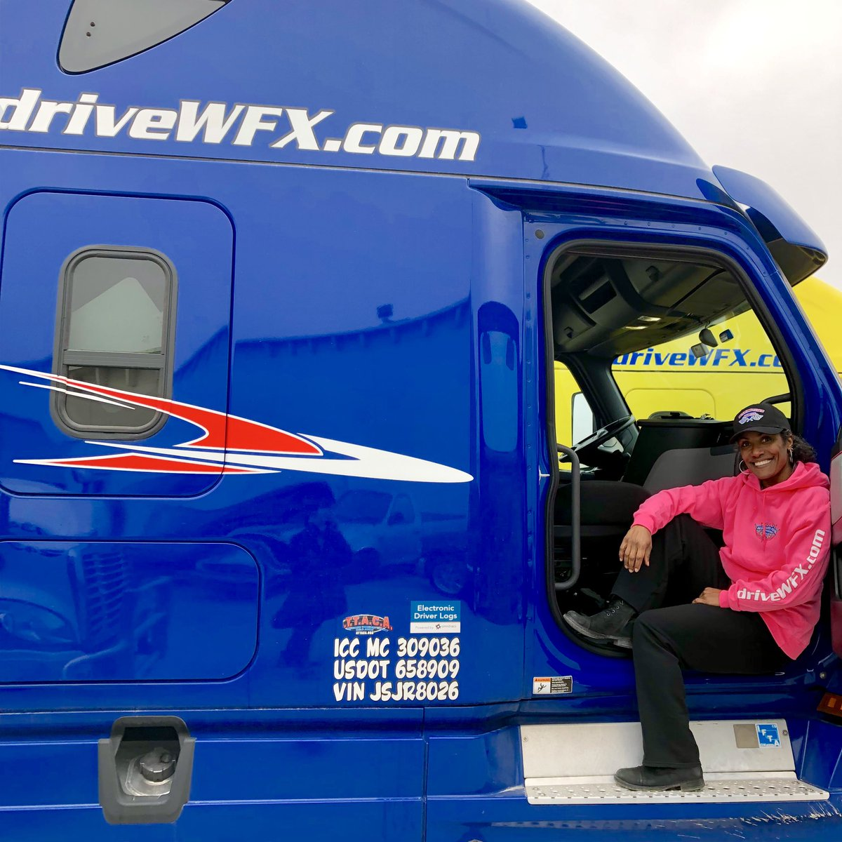 One of the coolest new contractors to join the WFX family, Nicole shows off her newly leased Cascadia. It was just what she wanted to meet her lease-purchase goals, and her favorite color too! . . #driveyourdream #cdldriver #18wheelers #otrdriver #otrcontractor #driveWFX
