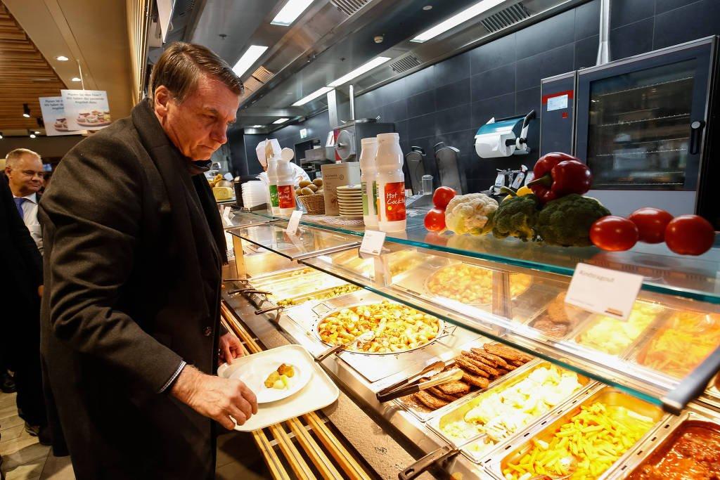 Em Davos, Bolsonaro almoça sanduíche em restaurante popular de supermercado https://t.co/v97UIvFO8G