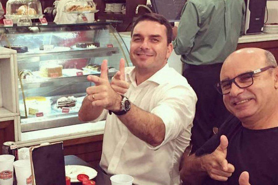 Flávio Bolsonaro empregou em seu gabinete mãe e mulher de miliciano suspeito da morte de Marielle https://t.co/hfSY9hfxfc