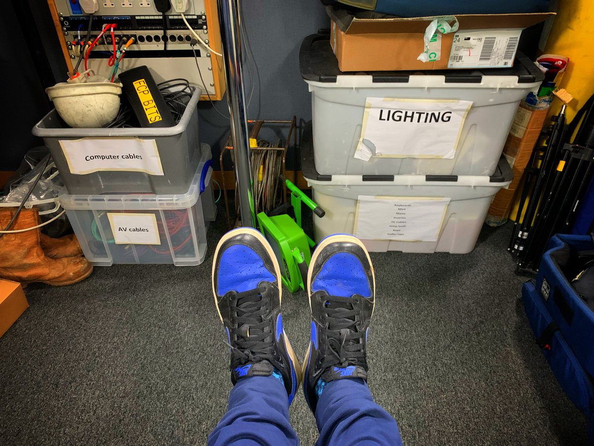 Next step in a rather crazy day... off t @BBCSheffieldo  HQ to speak to t @BBCNewshe  1 o'clock news about the fact t #TonyGotAFlypasthat  ✈️  Thankfully you won't see my shoes 😬