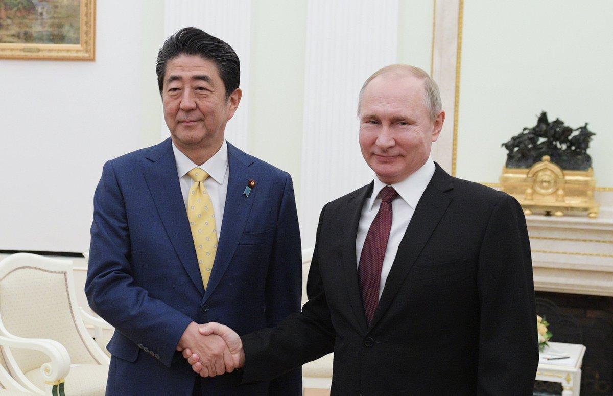 Владимир Путин провёл в Кремле переговоры с Премьер-министром Японии Синдзо Абэ https://t.co/GM7IPHNRTF