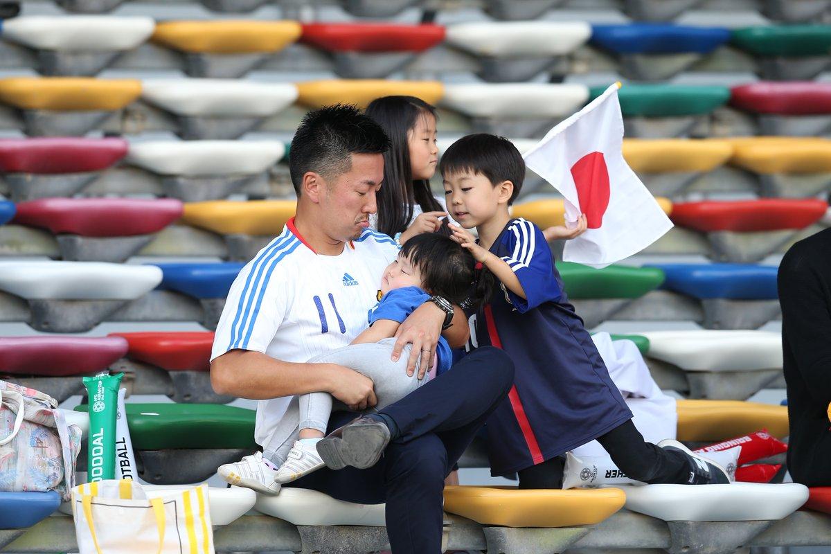 أطفال خطفوا الأضواء في المدرجات من نجوم كأس آسيا 2019
