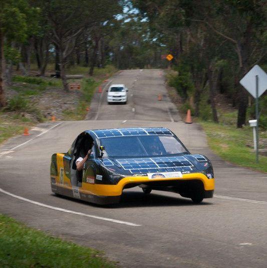 Une voiture électrique à énergie solaire bat un record en termes d'énergie dépensée : 3,35 kWh utilisés pour 100 kilomètres (contre 5,5 kWh utilisés pour 100 kilomètres auparavant) pour réaliser 4100km en 6 jours seulement  https://t.co/CUP1ebzvKJ