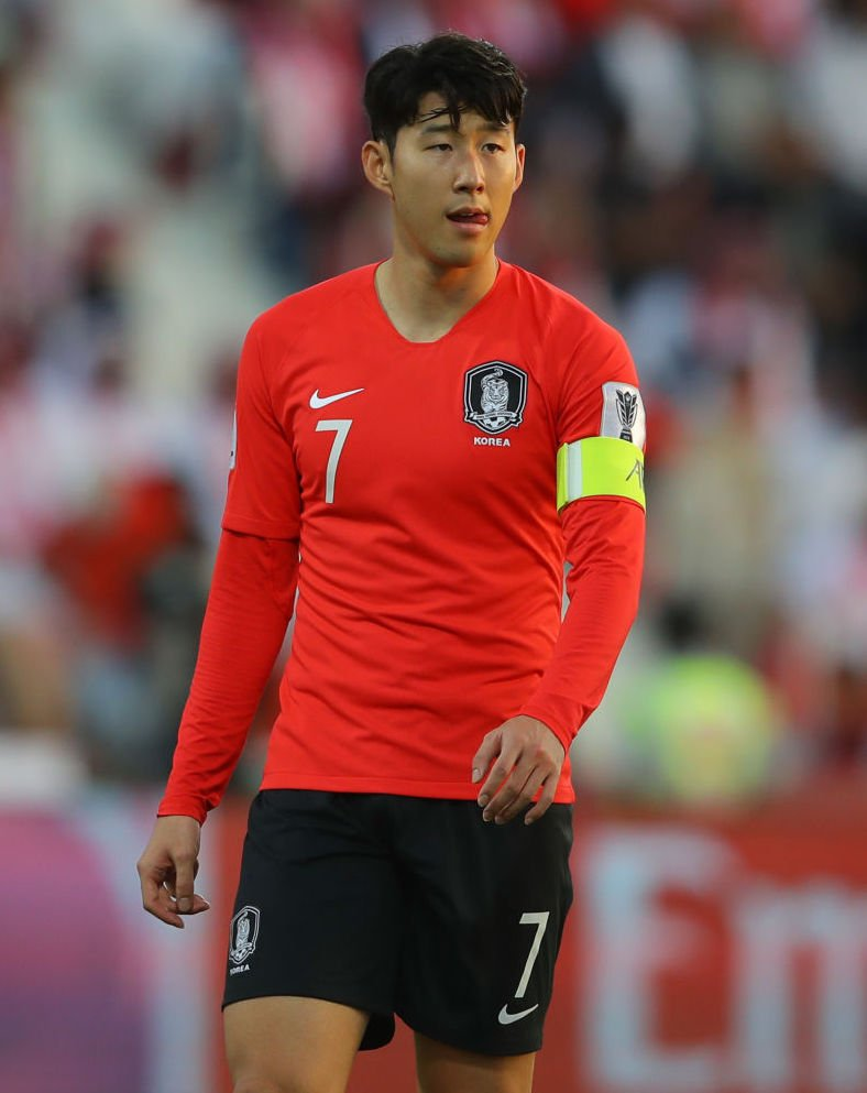🇰🇷 Sonny in action in Dubai.  South Korea lead 1-0 at half-time.  #AsianCup2019