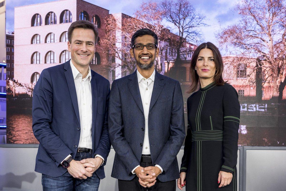 Wir sagen mal #TachGoogle, wa? Unser neues Berliner Büro in der Tucholskystraße wurde heute von Google CEO @sundarpichai, VP Central Europe @phjustus und Leiterin Politik & Site Lead Berlin, Annette Kroeber-Riel, eröffnet 🙌.