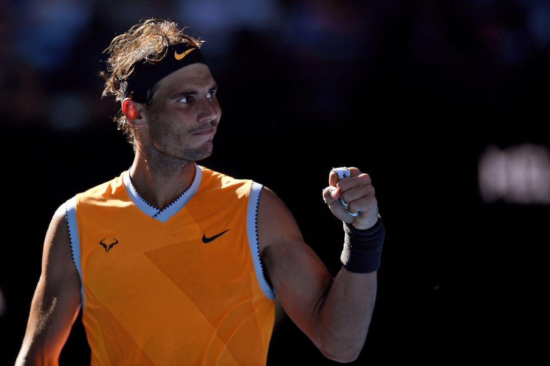 Un par de apuntes sobre el nuevo saque de Rafa Nadal...  👉 Hoy ha hecho 11 aces, su mejor marca en un partido de tres sets desde 2015. 👉 No ha perdido su servicio ni una sola vez en sus últimos cuatro partidos, algo que Rafa no lograba en un Grand Slam desde el US Open de 2013.