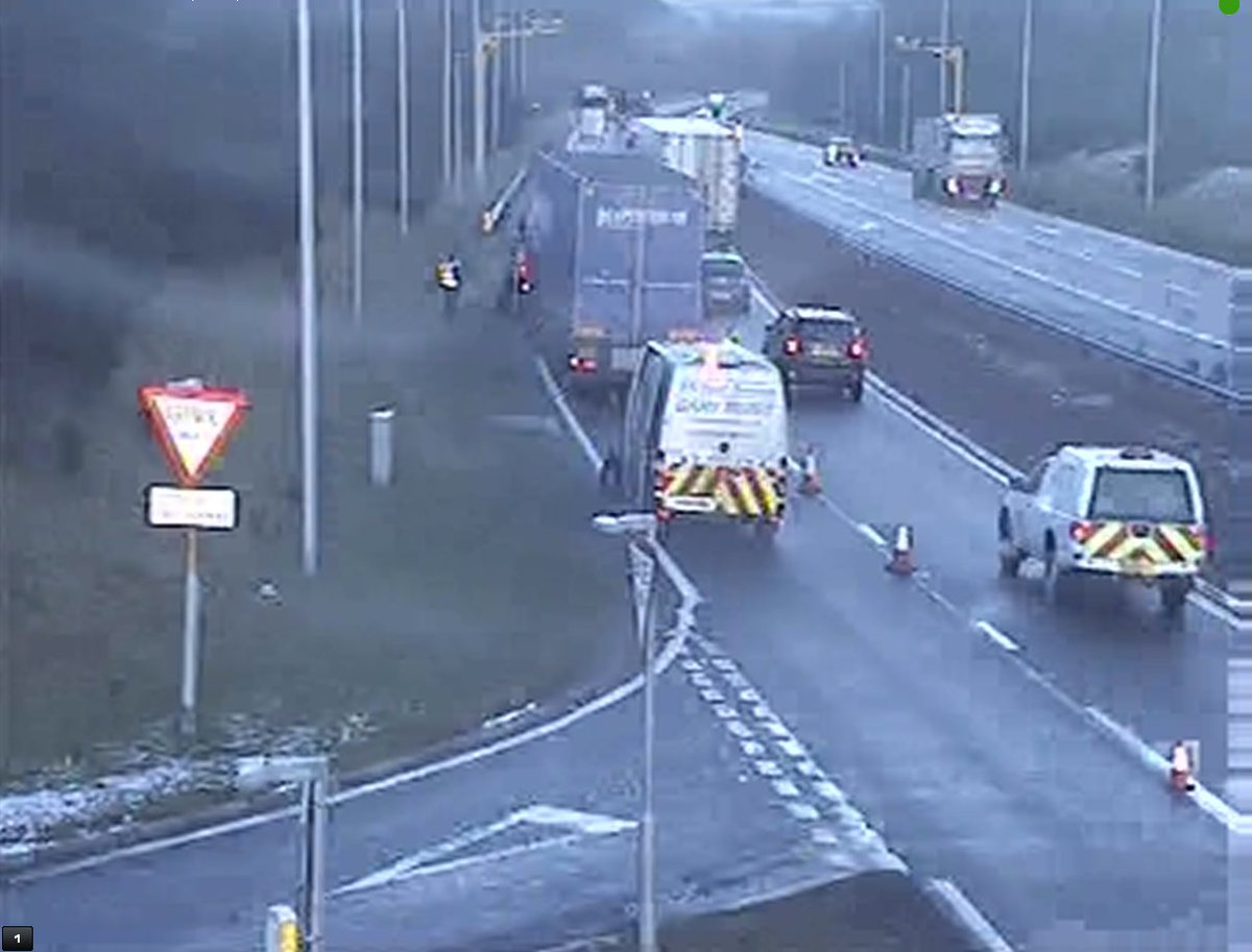 test Twitter Media - *NEW* ❗️⌚️15:53  #A9 N/B Auchterarder - Lane 1 of 2 is CLOSED ⛔️ to allow a HGV to safely change tyre. Assistance on scene.  @NETrunkRoads https://t.co/rgziuMey2W