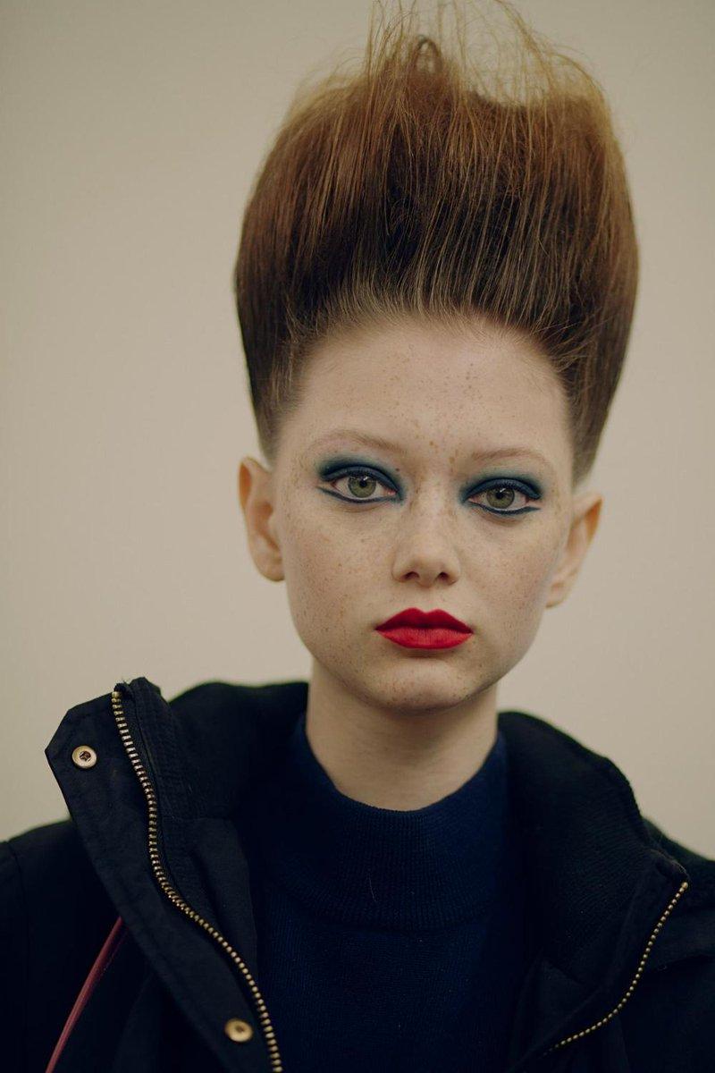 Sapreste dire a quale leggenda della musica è ispirato questo makeup?  (a noi lo ha detto Lucia Pica 😉) https://t.co/Ygj1zxdnqs