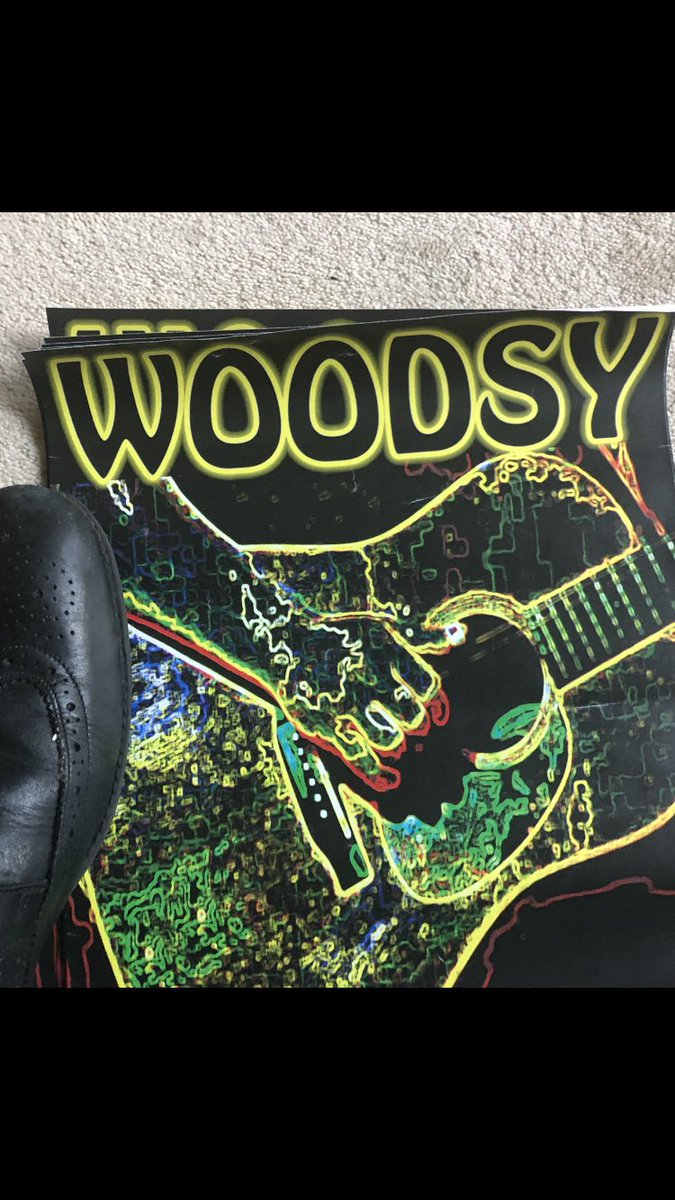 Look what I found 😊 20 year old posters  ! I can still use those right ? Right ! #oldstyle #woodsy #livemusic #etc https://t.co/eWxrlb0r7x