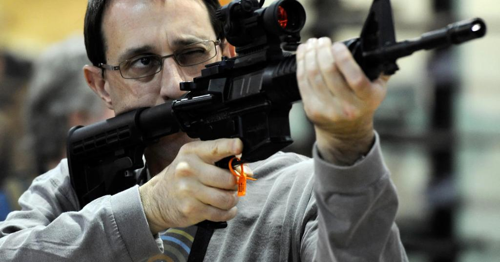 Annual gun show gathers amid 'Trump slump' in weapons sales https://t.co/D9dFqUhNmK
