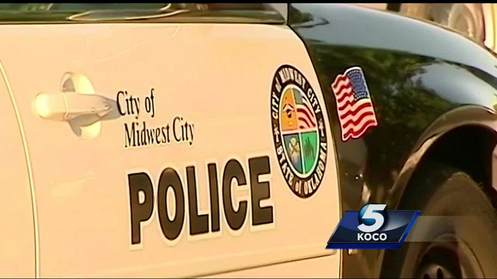 Man with gunshot wound found dead in front yard of Midwest City home https://t.co/chQUovr4nl