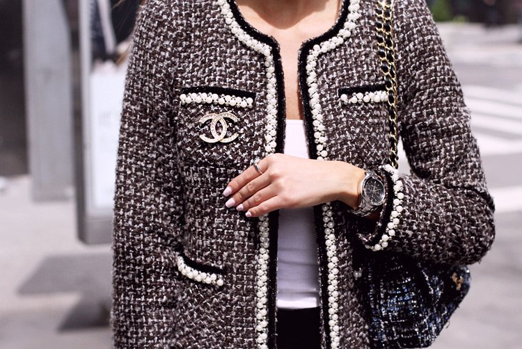 La historia del emblemático traje de tweed de Chanel: https://t.co/tkVruizN0m