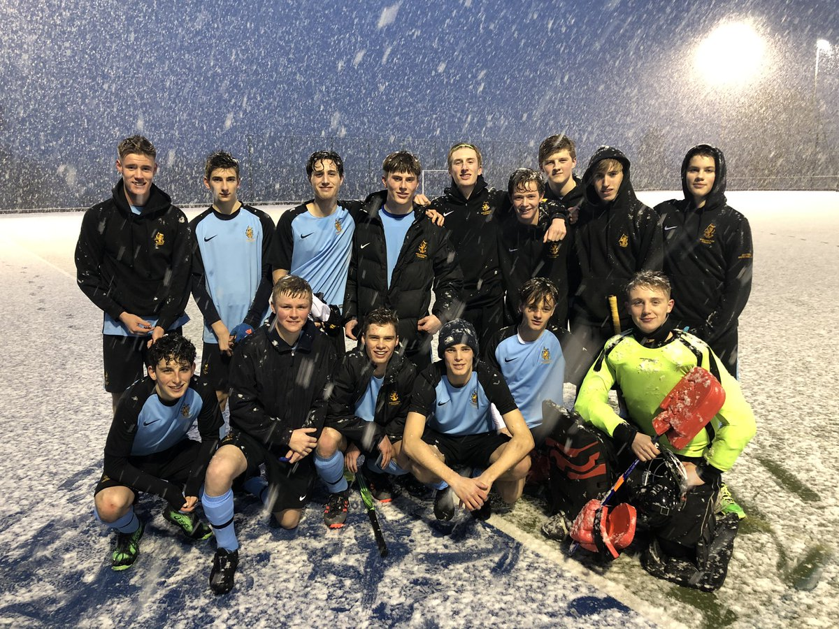 Good first half performance in some terrible conditions for @Wellyhockey  boys 1st Xl today in round 2 of the National Cup against @bradfieldhockey . Game called off 5 minutes into the 2nd half with @Wellyhockey 1-0 up for obvious reasons ⛄️ ❄️