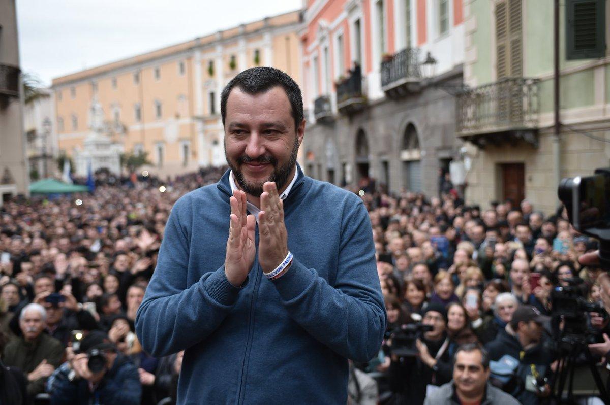 Alle 7.35 a @radioanchio confronto con Matteo Salvini @matteosalvinimi su #attualità e tensione #Italia-#Francia.  Poi #acquapubblica: a breve in Aula la legge #5stelle. Tra gli ospiti @MPanarari, @marioafrica, @FedericaDaga  https://t.co/rlDt2I82pw 3356992949