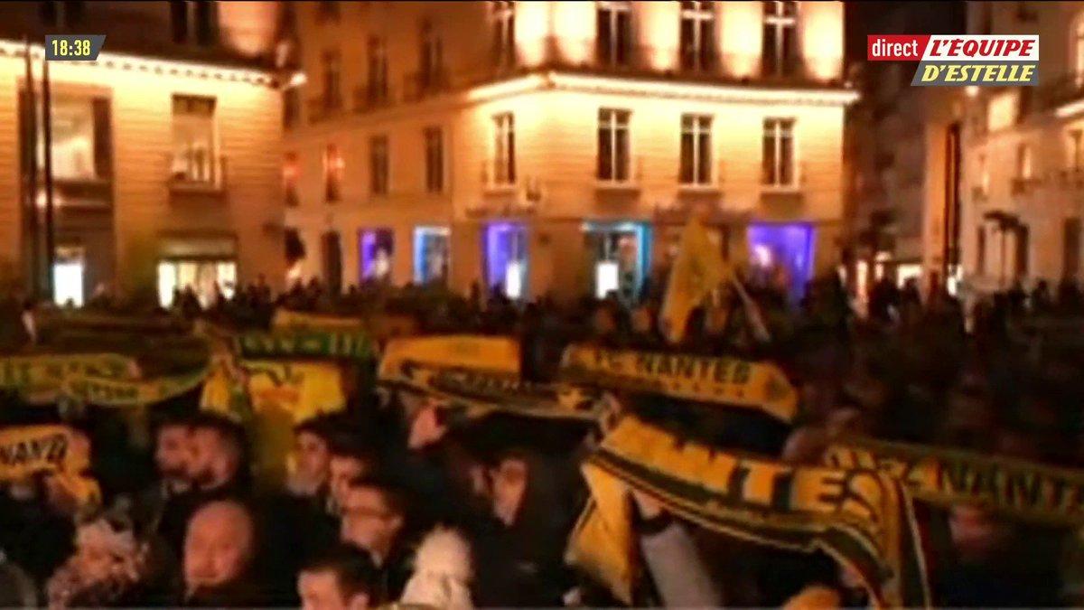 Émotion à Nantes, les supporters se recueillent Place Royale et scandent le nom d'Emiliano Sala