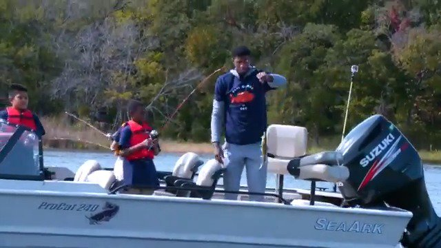 🏀🎣 @Yg_Trece takes a group of 50 elementary students out for day of fishing! #ThisIsWhyWePlay   #RipCity x #ThunderUp ⏰: 8pm/et 📺: @NBATV