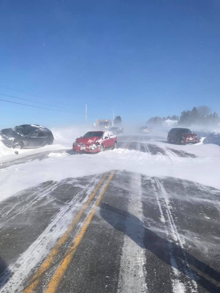 A multi-car crash during whiteout conditions in northern Maine has left a police chief injured: https://t.co/rYIBYubVyu